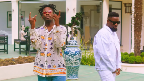 sarkodie mr eazi 500x282 - Sarkodie and Mr Eazi accused of stealing a song