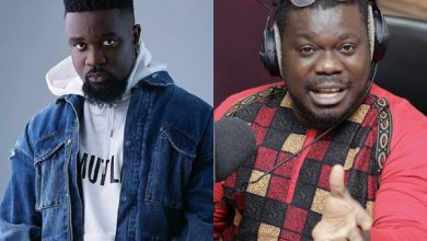 Photo of Ridge Hospital must be sued If Obour's Father didn't Die of Coronavirus – Sarkodie