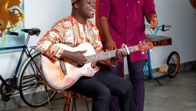 Photo of Ace Guitarist, Aka Blay teams up with Trigmatic on 'Susanna'
